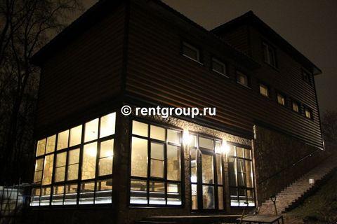 Лот №30186. Предлагаем коттедж 250 м на участке 12 соток. Коттедж меблирован, размещение до 10 человек. Сауна, бассейн , теплые полы, 3 c/у. спутниковое ТВ, мангал,бильярд, камин, чиллаут, две комнаты отдыха - как отдельные квартиры студии ,собственн...