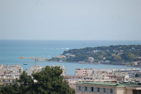 Antibes, Roi Soleil, in a secured residence with swimming pool and tennis, apartment 3 rooms of 84m², quiet with a magnificient sea and moutains view, equipped US kitchen and living room of 32m², one bedroom with terrace and sea view, dressing and sh...