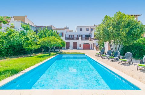 Majestic two-storey town house located in Capdepera, where 6 guests will find a great private pool and beautiful views to the town and the mountains. The panoramic view to the town is amazing since it allows you to admire even the ancient castle of C...