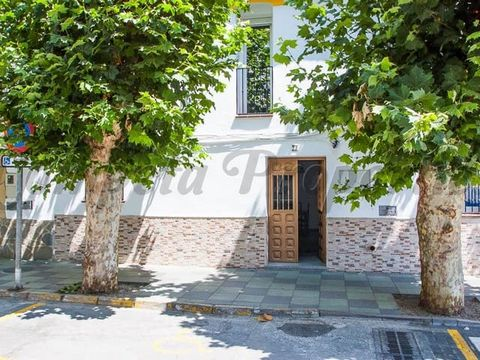 Renovated townhouse located very close to the centre of the village of Cómpeta and in walking distance to all local amenities. It has an open plan living-dining room, a fully equipped kitchen, two double bedrooms, a shower room, a patio and a lovely ...