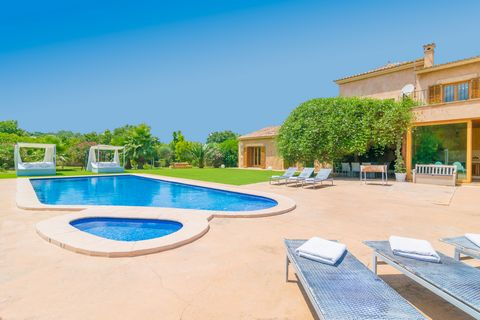 Welcome o this majestic villa, located on the outskirts of Santa Margalida, with capacity for 10-12 guests, where this impressive stone house surrounded by a great garden with private pool is waiting for you. The incomparable beauty of this finca is ...