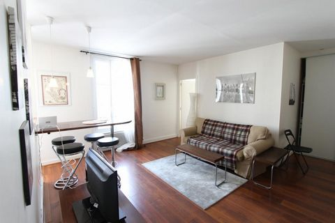 This furnished apartment in Lille city center is a 5-minute walk from République metro station. 2nd floor with elevator in a quiet and secure building. composed of an entrance, living room with dining area, fitted and equipped kitchen, bedroom and sh...