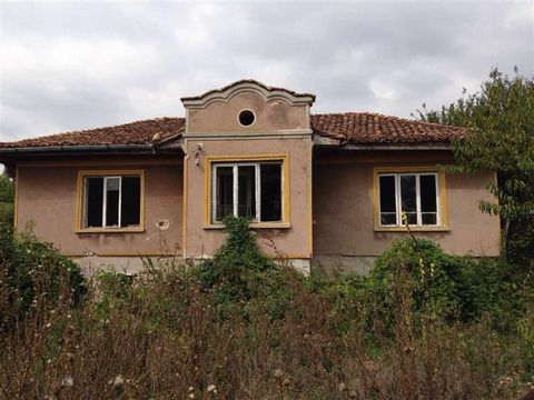 Group of Several Properties Situated in Bulgaria Euroresales Property ID – 9824627 Property information: Krasen, large plot of land, and 1 house, 1 barn, overgrown, land, This house as an area of land with it the size is 9120sq meters The house is ap...