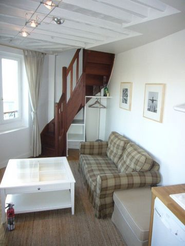 Bordeaux - Quartier Hotel of Ville-Quinconce-Saint-Seurin-Fondaudège Located Rue de Belfort, in the historical center of Bordeaux Beautiful 2 bedroom fully furnished, equipped and quiet duplex with courtyard view Consisting of: stay with opened kitch...