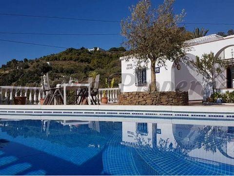 Propiedad en España. 2 dormitorios. 1 baño completo. Terraza.