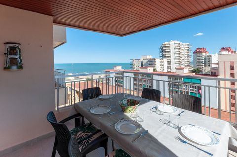 This precious and modern apartment, at only 76 meters from Playa de Gandía, offers a communal pool and accommodation for 8 people. With wonderful sea views, the terrace of this beautiful apartment turns into the best scenery for your breakfasts befor...