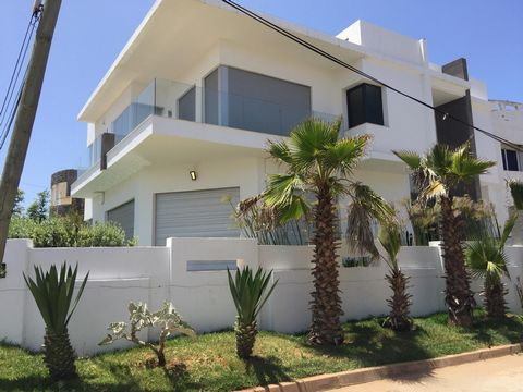 New villa, never been inhabited, located in Dar Bouazza near the sea with a plot of 368 sq m and 550 sq m of living space. This beautiful villa consists of 4 bedrooms, double living room, sauna, 4 bathrooms, swimming pool and garden.