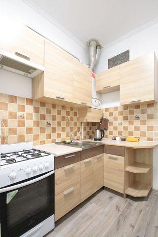 Апартаменты с 2-мя раздельными комнатами находятся на ул. Кулиша 44, на 3/3 этаже. В апартаментах есть: - Встроенная кухня; - Холодильник; - электрочайник; - Газовая плита; - Столовые приборы; - Кухонные приборы; - Бакалы для вина; - Стаканы для воды...