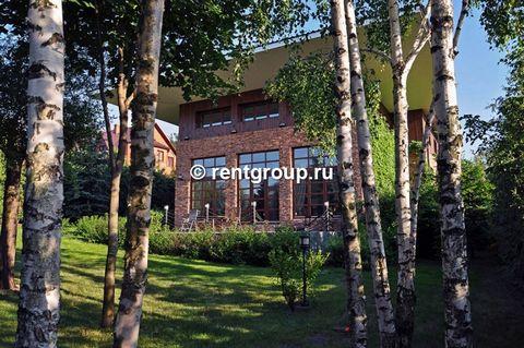Лот №M5045909. Дом общей площадью более 400 кв. м на зеленом участке размером 12 соток рядом с селом Усово (Рублево-Успенское шоссе, 10 км от МКАД). От Рублево-Успенского шоссе до дома - примерно километр хорошей асфальтированная дороги. Имеется три ...