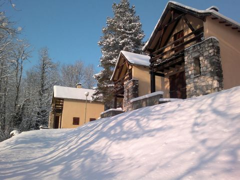 The residence is located 3 km from the small village of Seix (700 inhabitants), and consists of detached 5/6-person chalets and 4/7-person chalets, 4 next to each other. The residence has a total of 70 chalets. On the spot Gym open from 7 to 12 hours...