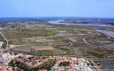 Terreno de 26 Hectares no Algarve. Excelente Investimento no Concelho de Castro Marim. Esta propriedade tem uma área de 257180 M² e encontra se localizada junto ao Estuário do rio Guadiana e da reserva natural do Sapal de Castro Marim e Vila Real de ...