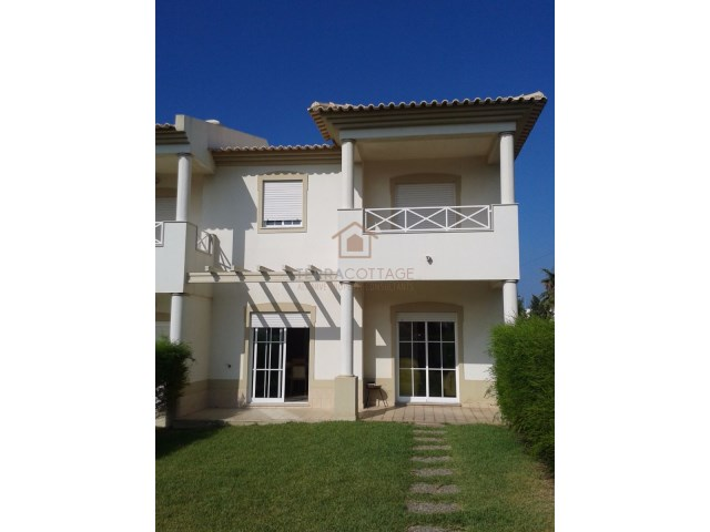 Two Bedroom townhouse, within short distance from the Beach, with a closed condominium with swimming pool and a private garden. The townhouse is very spacious with approx 110 sqm of interior area and have balconies with South/West facing, terraces wi...