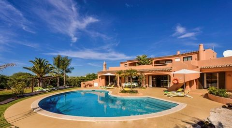 In the heart of the Algarve, within 5 min away from all the entertainment that Albufeira has to offer, however is located in a quiet & calm countryside surroundings assuring privacy. This moorish style villa sits on a large fenced plot, with +500m2 b...