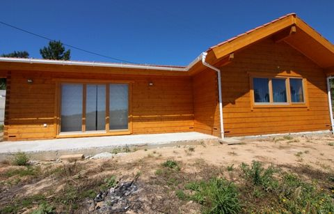 Located in Cadaval. Villa with environmentally friendly comfort; Kitchen and common room, 2 bedrooms one is suite, 2 WC;O land is planted with pêra rocha orchard; Fantastic views, is 650 miles from the Intermachê; Located on the Silver Coast, Cadaval...
