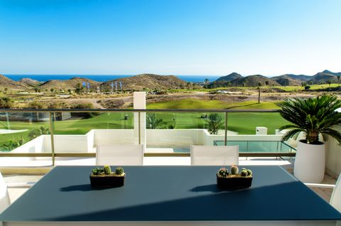 Penthouse on the best golf course in front of the Mediterranean sea, free nature, virgin beaches, private marina, impressive seabed, caving, hiking, cycling, 18 km city with all services, all year round sun and only 45 minutes from airport with low c...