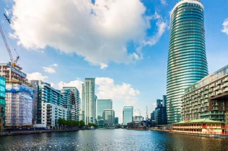 34th floor, luxury, one bed apartment in one of Canary Wharf's ground breaking landmarks. 34th floor, luxury, one bed apartment in one of Canary Wharf's ground breaking landmarks. Comprising an open plan living space, fully fitted and integrated kitc...