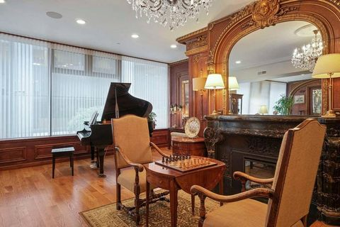 Giving a one-of-a-kind living experience at an iconic address, this luxurious floor-through residence combines the appeal of a downtown condominium with attributes of a private home at a boutique building transformed from Locke-Ober, the legendary Pa...