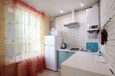 Апартаменты с 1-й комнатой находятся на ул. Балабана 12 на 8/9 этаже в ЖК «СТАРЫЙ ГОРОД» В новостройке работает лифт. В апартаментах есть: - Встроенная кухня; - Холодильник; - электрочайник; - Встроенная газовая плита; - Столовые приборы; - Кухонные ...