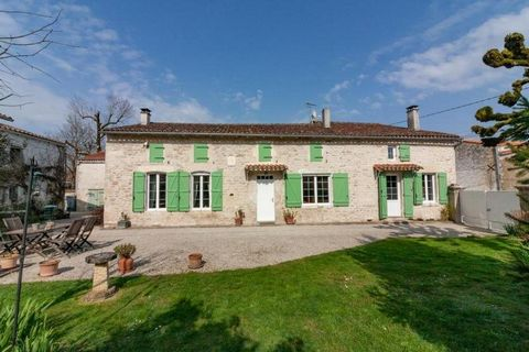 Property Features Bedrooms : 5 Bathrooms : 2 Reception Rooms : 3 Plot (m2) : 1175 Habitable area (m2) : 197 Outbuildings : Yes State of Repair : Good Drainage : Fosse étanche Heating system : Oil-fired central heating + wood-burning stoves Taxe fonci...