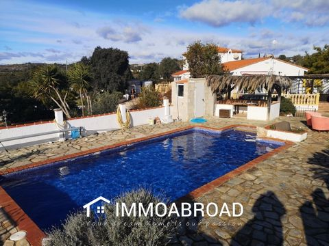 Fantastic property with huge potential. Located just 1km from the village of Benicolet, this light and spacious villa has it all!Even a car - Nissan xtrail 4x4 included in the sale! Built in 2002 on a plot of 10,000m2; a main villa, seperate casita,...