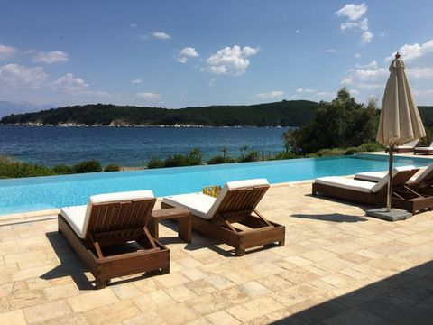 This is a beautiful 3 bedrooms villa, located in Avlaki North East of the beautiful island of Corfu. It has a total covered area 135 sq m and a plot size of 850 sqm. It also has a large beautiful gardens, and a big swimming pool with lights. Fully fu...