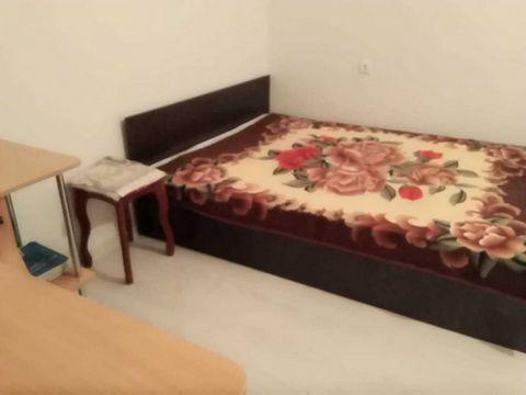 `Посуточно сдается очень уютная однокомнатная квартира. В квартире есть все необходимое для проживания.Одна двуспальная кровать и диван. Комфортно могут разместиться 4 гостя. Есть шкаф для одежды и белья, телевизор и цифровое ТВ, безлимитный интернет...