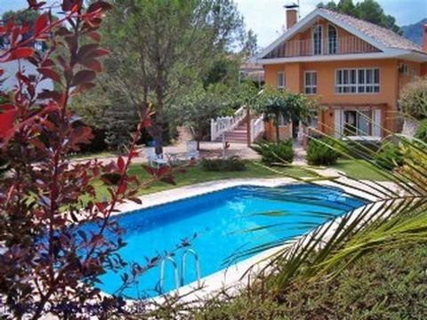 Superb 7 Bedroom Chalet in Valencia Spain Euroresales Property ID – 9825037 Property information: No 21, Cami Fillola 3, 46800 Xàtiva, València, Spain The gates of the property open to a large drive, which provides access to the front of this stunnin...