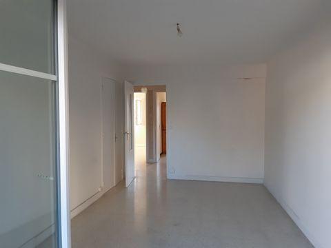 Nice EST Maréchal Lyautey, 2 pièces en 2eme étage, d'une superficie de 44m2, traversant, composé d'une entrée, d'un séjour, d'une cuisine, d'une chamb