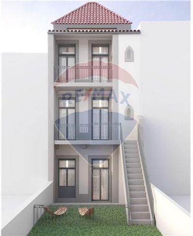 Descrição Apartamento T 0 Traseiras, ao nível do segundo andar com varanda e com otimos acabamentos. Inserido no Empreendimento FREIXO 1788, no PORTO, numa excelente relação qualidade/preço aliada a uma otima construção e acabamentos, permitindo conf...