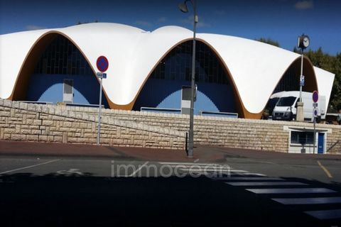 CLOSE MARKET CENTRAL WALLS COMMERCIAL FREE + OF 100 M ² FLOOR INCLUDING WITH RESERVES.