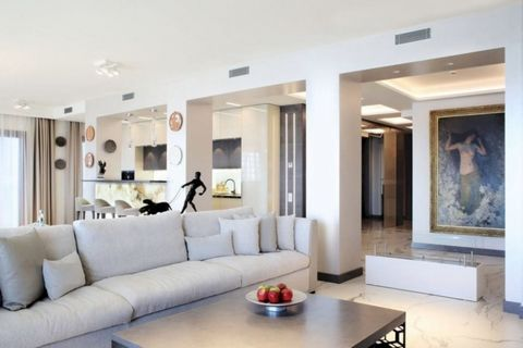 Se vende un edificio con 15 apartamentos turísticos en primera línea de mar en la Costa Brava. Costa Brava, la costa mediterránea al norte de Barcelona, tiene mucho que ofrecer a los turistas: bonitas playas, calas escondidas, aguas cristalinas, maci...