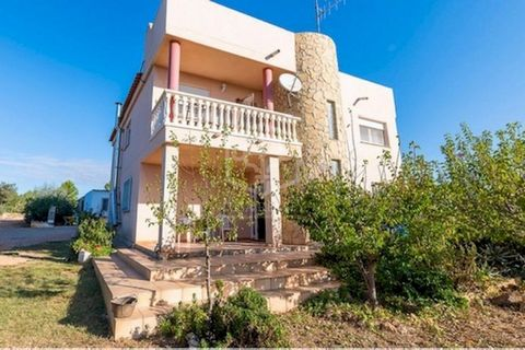 Сozy house for sale in the province of Castellón in the Valencian Community. It is located next to the village with all the necessary amenities and 10 minutes from the airport of Castellón de la Plana. The house of 2009 has an area of 280 m2. There a...