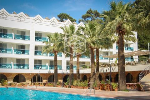 Hotel located 600 meters from the beach in Lloret de Mar, a famous and popular town on the Costa Brava, with a wonderful sandy beach, surrounded by hills, lush forests and rocky coasts.Town with great touristic and commercial development, full of sho...