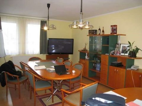Mosonmagyar var - Office building for sale in a beautiful green area. EG: anteroom, small kitchen, storage room, 3 rooms, WC + shower. OG: Anteroom, 4 rooms, 2 WC. 2 closed garage, terrace with an invisible courtyard, alarm system, air conditioning. ...