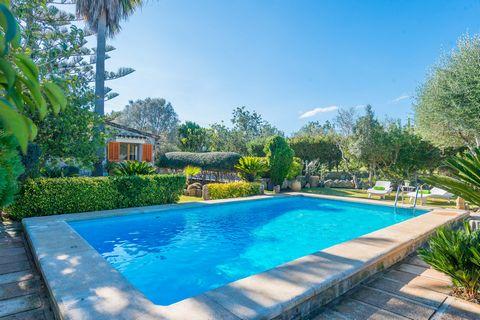 Increíble casa de campo con piscina privada y maravillosos jardines y terrazas. El lugar perfecto para que 6 personas disfruten de sus vacaciones en Pollensa. ¿Has imaginado alguna vez el paraíso en la tierra? En esta casa te podrás hacer una idea… S...