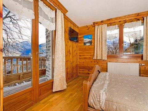 This well equipped and authentic stone chalet is in the fantastic ski area Les Arcs which is connected to La Plagne via the Paradiski link, providing endless possibilities for skiers of all levels. The chalet is in the traditional Alpine village of V...