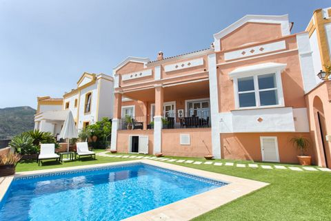 Monte Mayor Country Club, Benahavis: A superb upgraded 4-bedroom townhouse, Andalucian style, located in Monte Mayor Country Club. Very peaceful, situated up in the mountains yet not too far from the Coast, the beach and amenities. Ready to move in a...