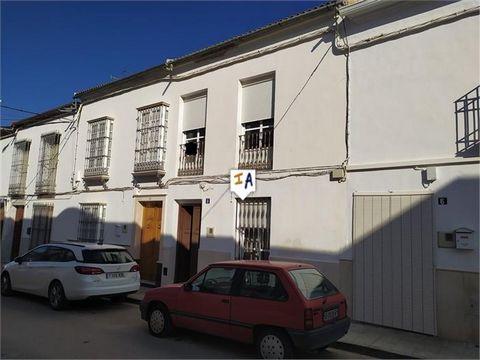 Aguadulce se encuentra junto a la autovía que une Málaga, Granada y Sevilla, en esta localidad se pueden encontrar todo tipo de establecimientos, supermercados, bares, restaurantes, colegios y médicos. A esta propiedad en la entrada encontrarás un re...