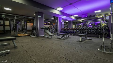 Asking Price 249,000E Leasehold - Price Reduced! Fantastic Opportunity 750+ Members Proven Growth Massive Scope to Increase Business Must Be Seen An incredible opportunity to purchase a superb gym in Gandia, near Valencia The gym has a size of 620m2 ...