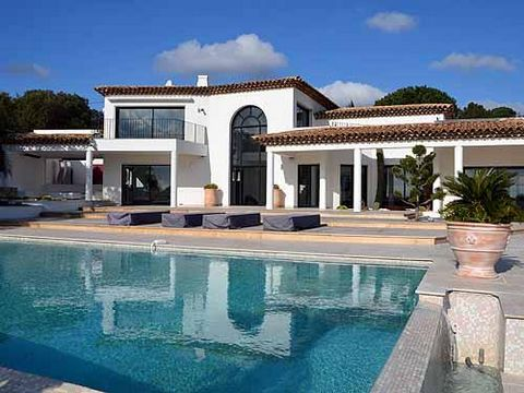 For Rent: Contemporary Villa With Beautiful Sea View On The Gulf Of Saint Tropez Property For Rent In Grimaud Reference: STHF5140R Town: Grimaud Sea view: yes Land: 3.900 m2 Villa: 400 m2 Beds: 4 Pool: yes This elegant villa - built in a modern, cont...