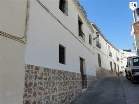 Construido en 1940, esta propiedad de 2 dormitorios se encuentra en el impresionante pueblo de Luque, con hermosas vistas de la ciudad. La propiedad es típica española y necesita reformas, pero tiene una estructura sólida y en una ubicación fabulosa,...