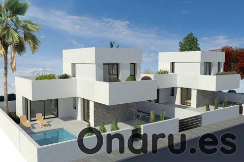 Estas modernas villas se encuentran en el encantador pequeño pueblo de Benijófar, a solo media hora en coche del aeropuerto de Alicante. Puede elegir entre una villa de 2 o 3 dormitorios, cada uno con 2 baños. Todas las villas cuentan con una sala de...