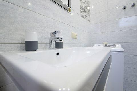 2-х уровневые апартаменты с 2-мя комнатами находятся на улице Жовкивская 9, на 1/2 этаже. В апартаментах есть: - Встроенная кухня; - Холодильник; - Микроволновая печь; - электрочайник; - Газовая плита; - Столовые приборы; - Кухонные приборы; - Бакалы...