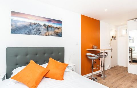Offering a beautiful view, the superb 1-room apartment furnished in a quiet and secure building On the 1st floor with elevator in the 3rd arrondissement of Paris metro Arts et Métiers / Strasbourg Saint Denis / République (lines 3, 4, 5, 8, 9 and 11)...