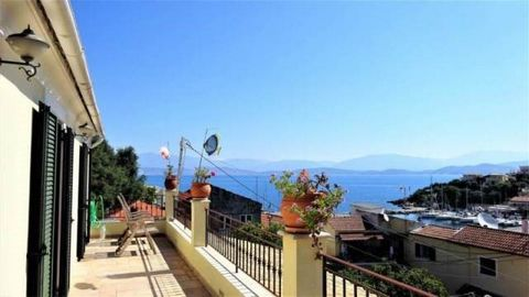 A great apartment of (approx) 70sqm, with amazing views to the sea and the port, situated in the center of Kassiopi. It consists of an open space living room / dining room / kitchen, a spacious bedroom with its own bathroom and an (approx) 20sqm vera...