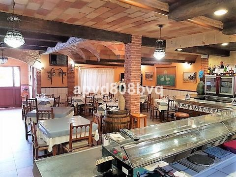 For sale: Well known restaurant in San Pedro with 4 bedroom accommodation upstairs. Downstairs is the restaurant with 284m² of usable space. The main dining room is very Spanish in design with beautiful dark wooden beams and bare brick. There is a se...