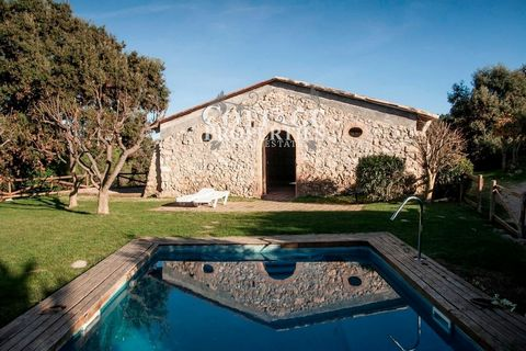Located just 20 minutes from the coastal city of Sitges and 40 minutes from Barcelona. This property has 4.5 hectares of land and a large garden with a pool and a 150m2 room for large events, weddings, etc. The house has 10 bedrooms and 6 bathrooms, ...