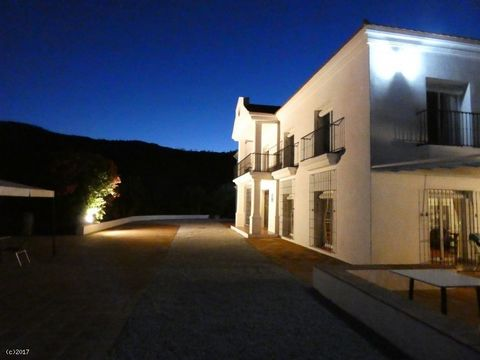 Fantastic investment opportunity Commanding location 7 bedrooms, swimming pool and terraces Previous Planning permission to build 36 apartments A truly magnificent investment opportunity to purchase an established boutique hotel that sits on a comman...