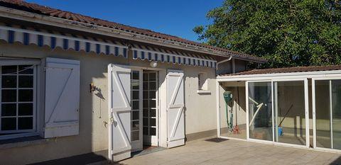 Trouver un nouveau logement à acheter avec une villa ayant 3 chambres et une jolie terrasse agréable et ensoleillée dans la commune d'Aiguillon. Une maison offrant à chaque membre de la famille son intimité. Entrez rapidement en contact avec Aiguillo...