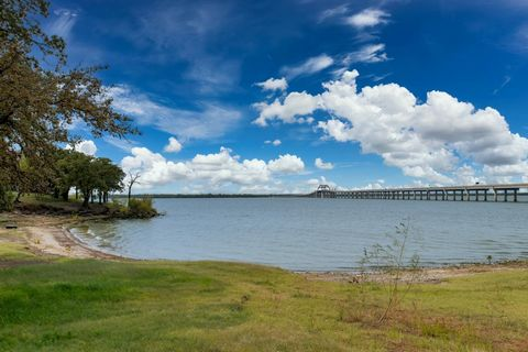 BEACH FRONT PROPERTY. 6 lots sold together just under 1 acre of water front property on Lake Lewisville. Property is gated with electric gate and secluded from other lots. Property currently has 3 homes built on it. Homes are occupied. Large open are...